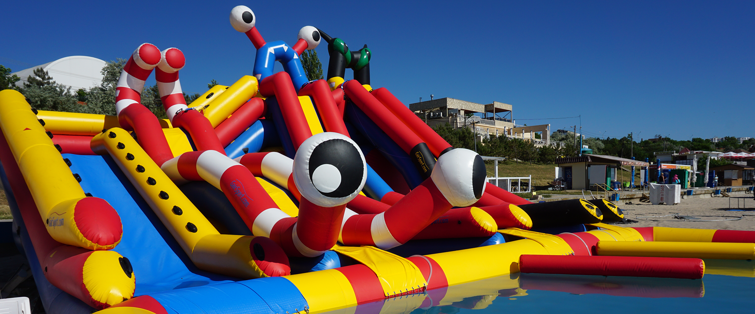Надувной аквапарк с тремя горками и надувным пандусом Inflatable water park with inflatable ramp GAIRSPORT 1