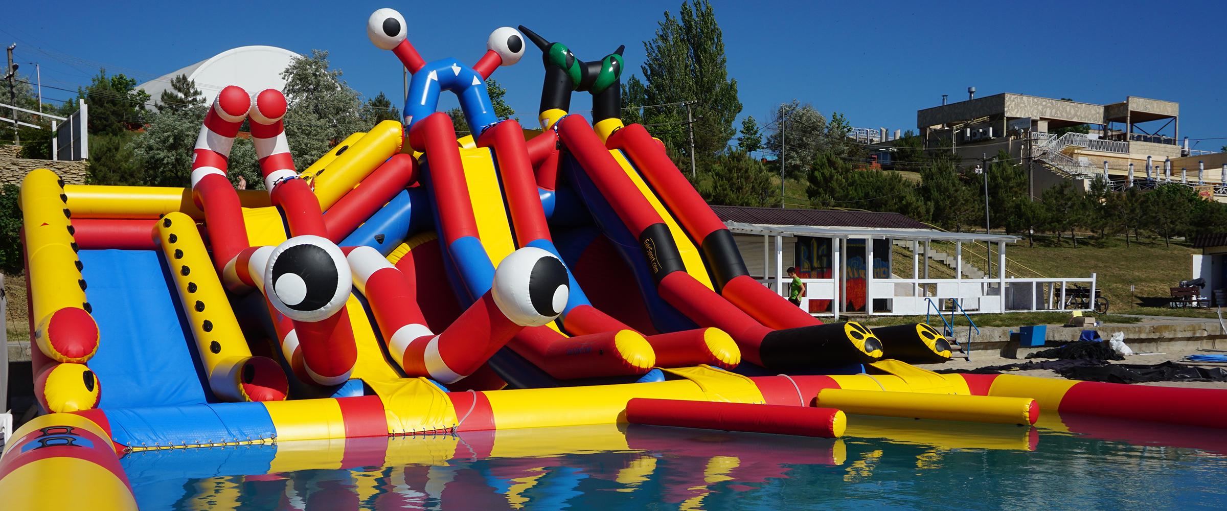 Надувной аквапарк с тремя горками и надувным пандусом Inflatable water park with inflatable ramp GAIRSPORT 4